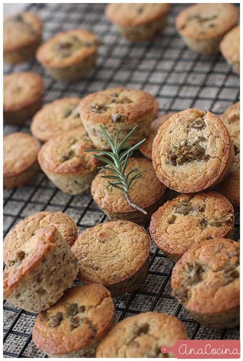 Mini Muffins Integrales de Olivo y Romero